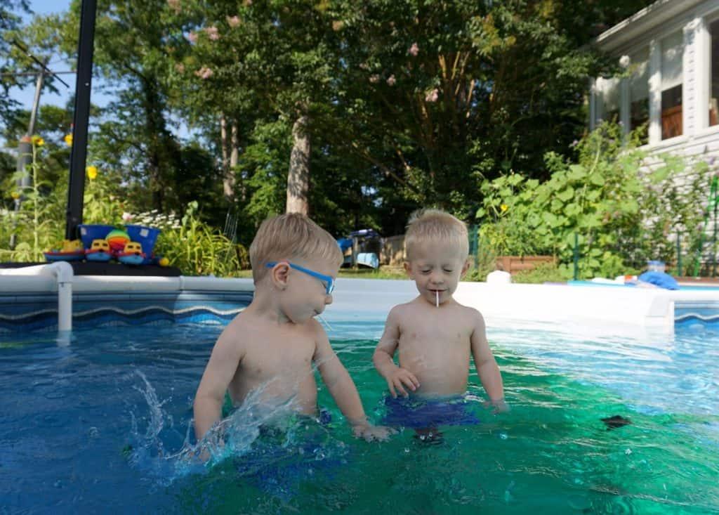 Quadro Aqua Pool Dock swim platform with two boys